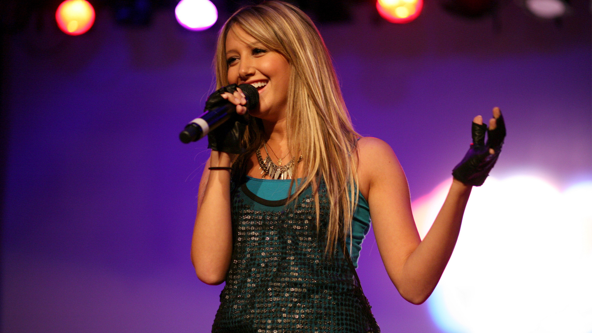 HD Wallpapers Ashley Tisdale Singing HDTV