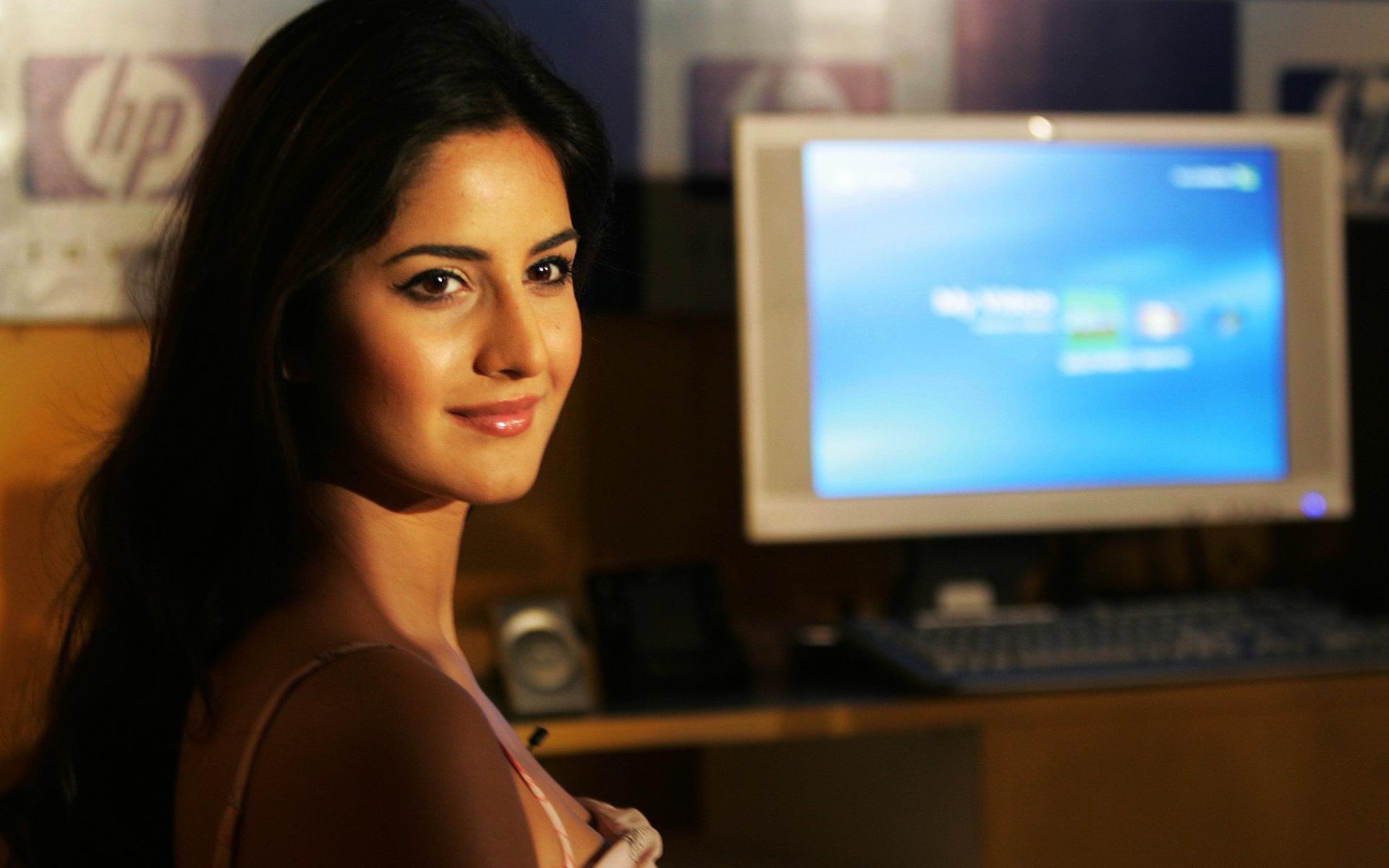 HD Wallpapers Katrina Kaif Bollywood Babe