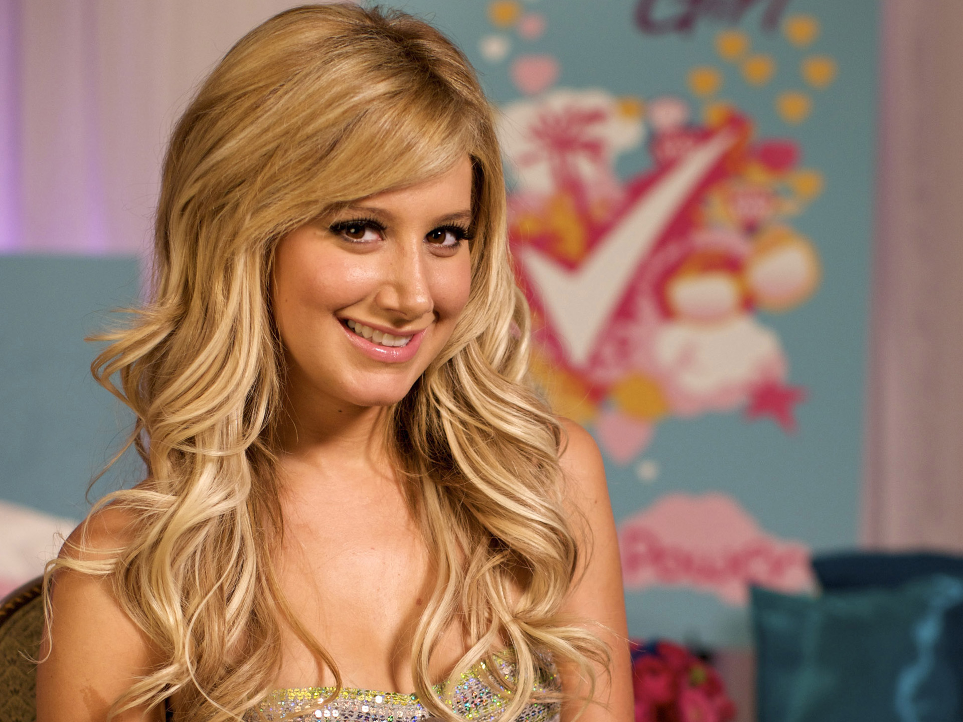 HD Wallpapers Ashley Tisdale Smile