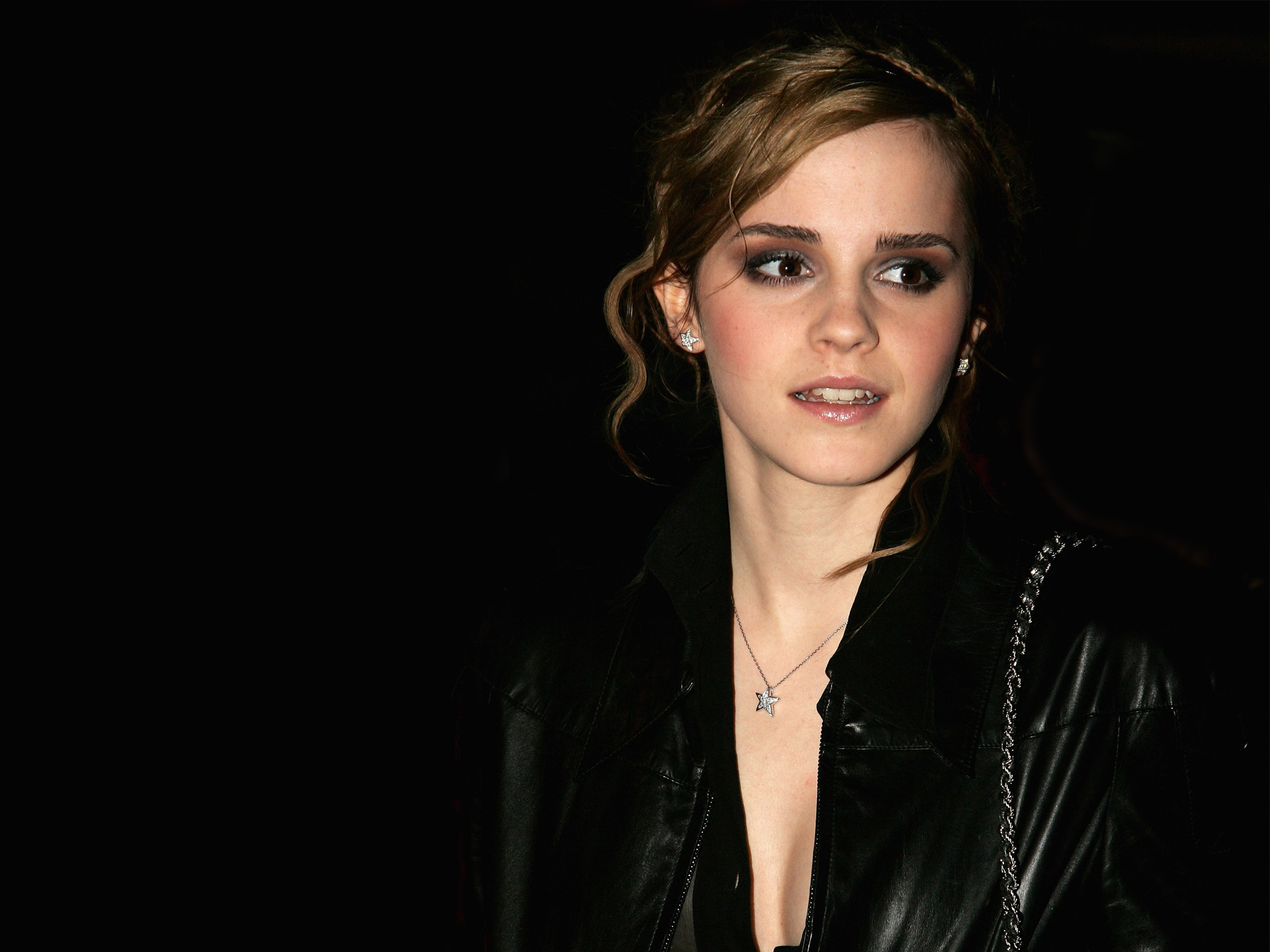 HD Wallpapers Emma Watson in Black Coat