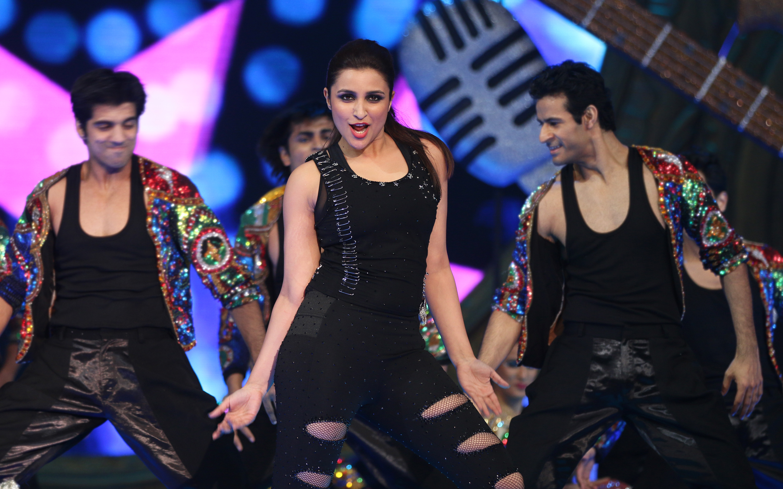 HD Wallpapers Parineeti Chopra Dance